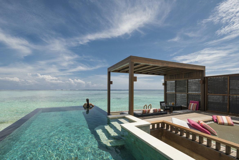 Unendliche Weite bei zum Horizont: Poolvilla auf der Four Seasons Privatinsel auf den Malediven