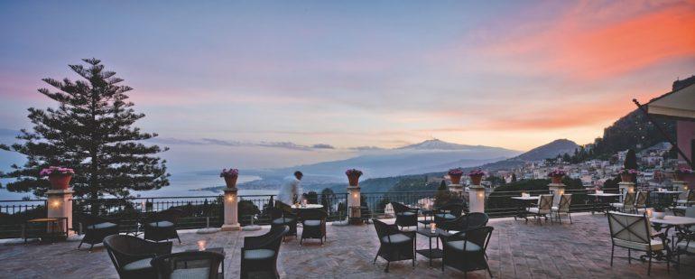 Die Terrasse des Grand Hotel Timeo hat einen einmaligen Blick auf den Vulkan Ätna